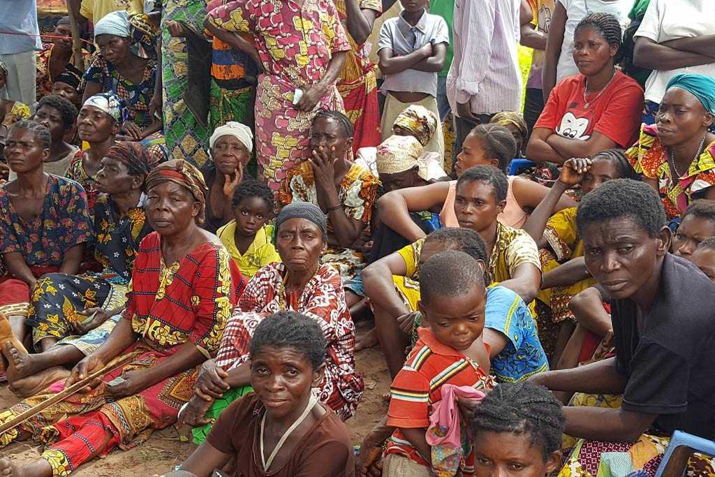 Formerly displaced people from Kasala village in Kasai province, Democratic Republic of Congo, await food distribution. Photo Credit: Joseph Mankamba/OCHA-DRC