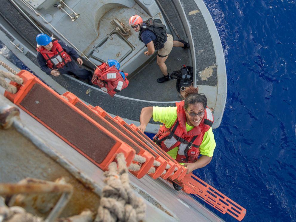 Photo Credit: Mass Communication Specialist 3rd Class Jonathan Clay/Navy