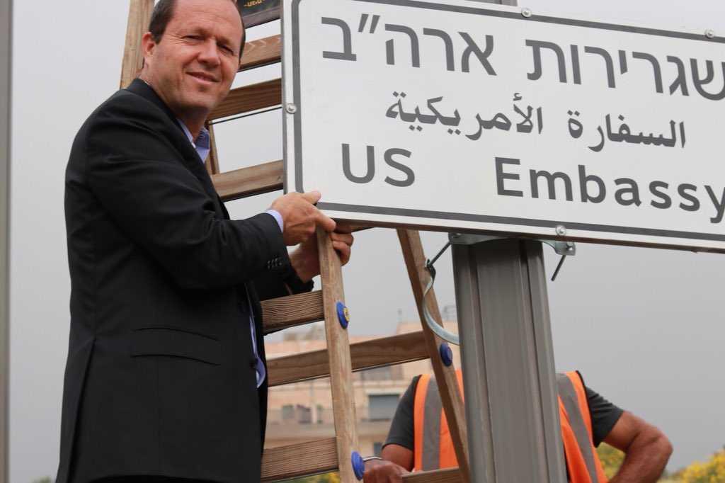 Jerusalem's Mayor, Nir Barkat, helps install a road sign for the new U.S. Embassy in Jerusalem, Israel. (Image source: Twitter/Nir Birkat)