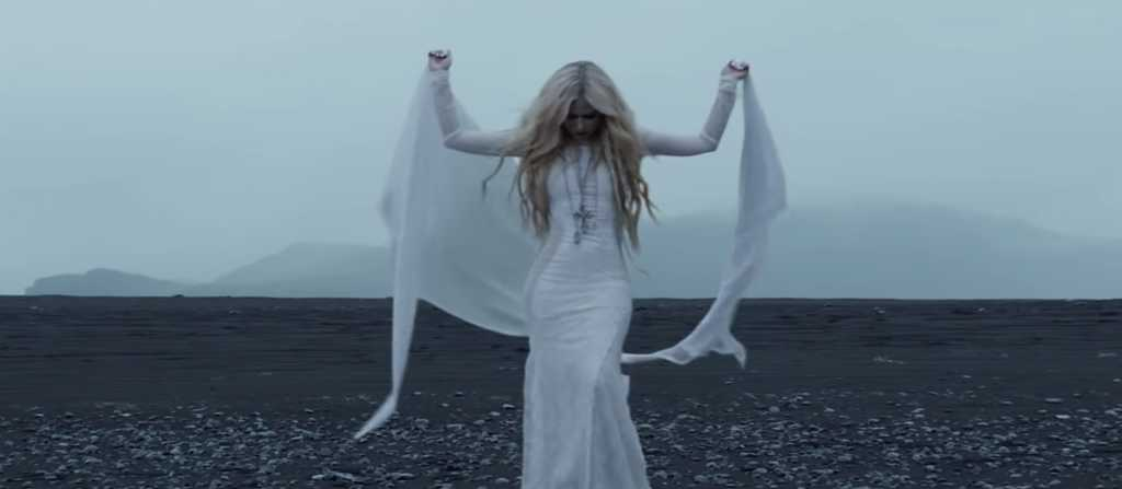 head above water avril lavigne  Avril Lavigne's 'Head Above Water' Music Video Is Filled With ...