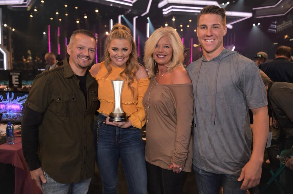 Image source: Facebook via Lauren Alaina