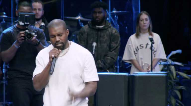 Image: Facebook / Sunday Service with Pastor Jamal Bryant (Screenshot)